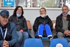 Martina Antušeková s mamou a otcom. Vľavo tréner Surgáč.